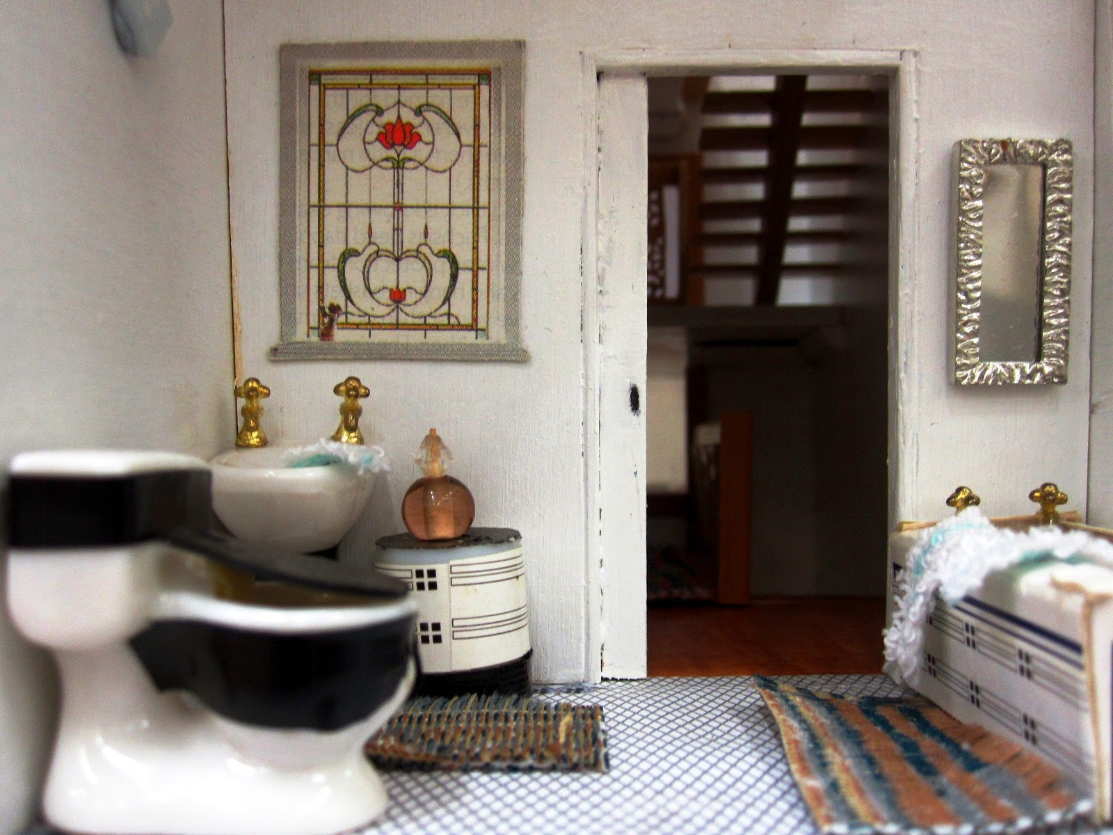 Bathroom of an Art Deco moderne-style dolls house by Anne Reid
