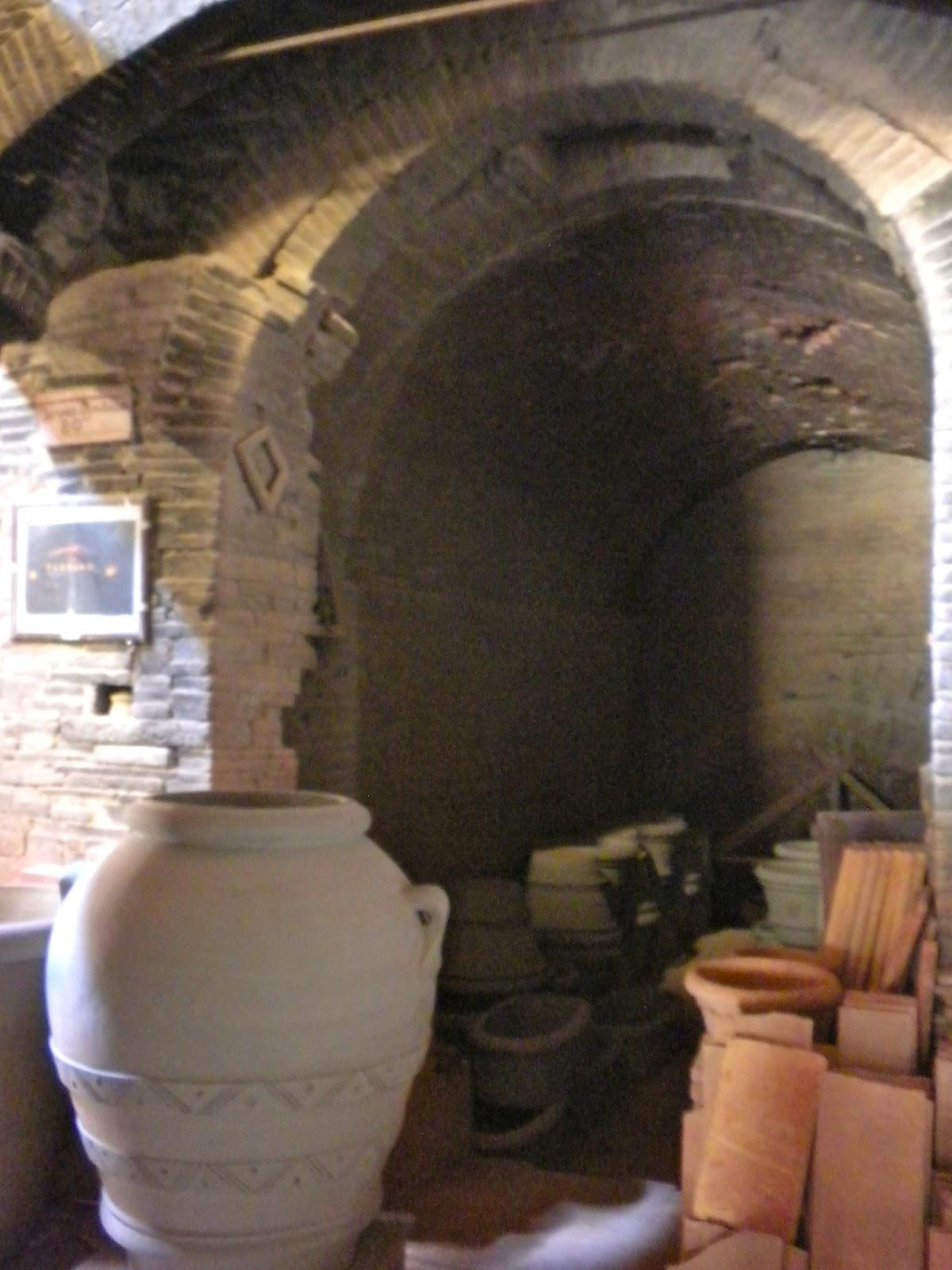 From a tuscan hillside the terracotta potteries of for Masini terrecotte impruneta