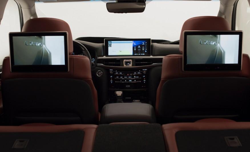 Nhiều hệ thống giải trí và âm thanh đỉnh cao được lắp đặt t ên Lexus LX 570 2016