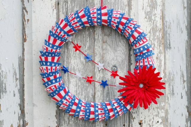 Patriotic 4th of July wreath - made from cupcake liners!