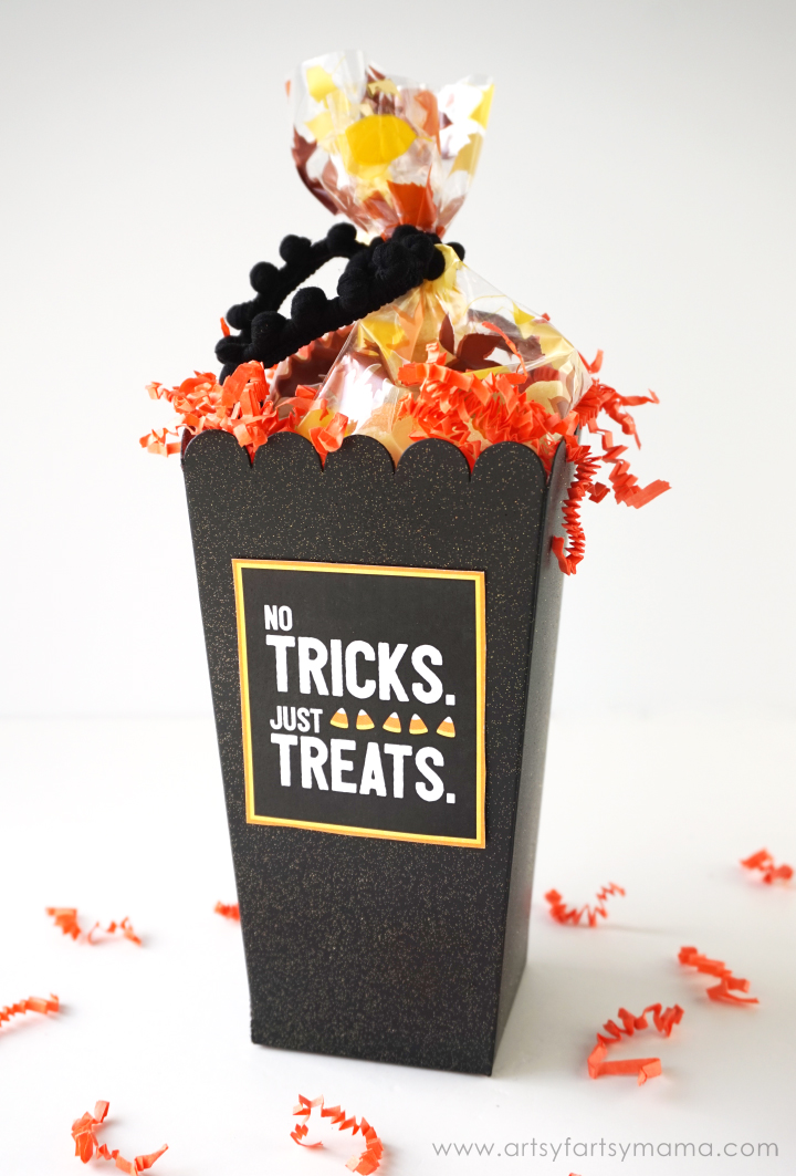 No Tricks Just Treats Gift Idea with Free Printable Tag at artsyfartsymama.com #popcornboxparty2016