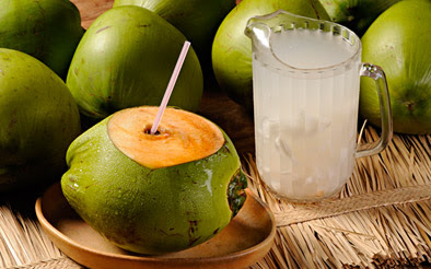 agua de coco hidrata o cabelo