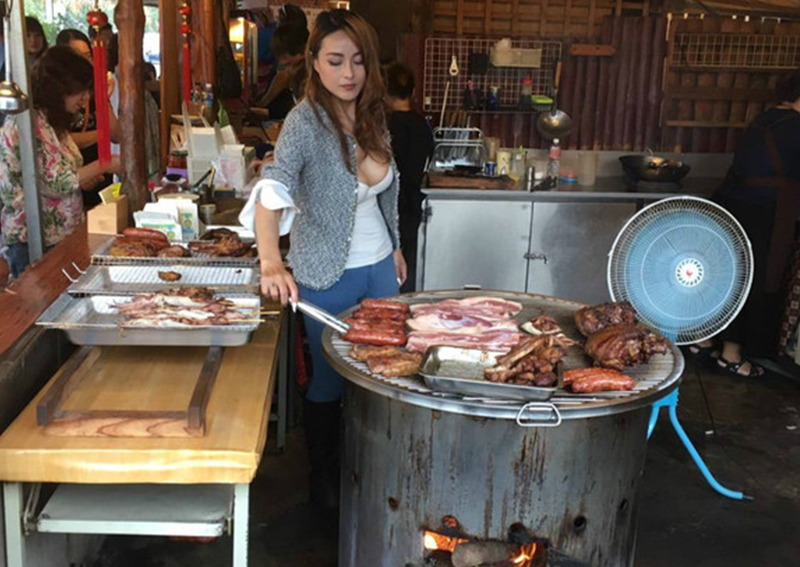 Photos of a bosomy Taiwanese barbeque seller who helps out occasionally at her family-owned joint along the scenic Alishan Highway went viral after making its rounds on the Interweb last week.
