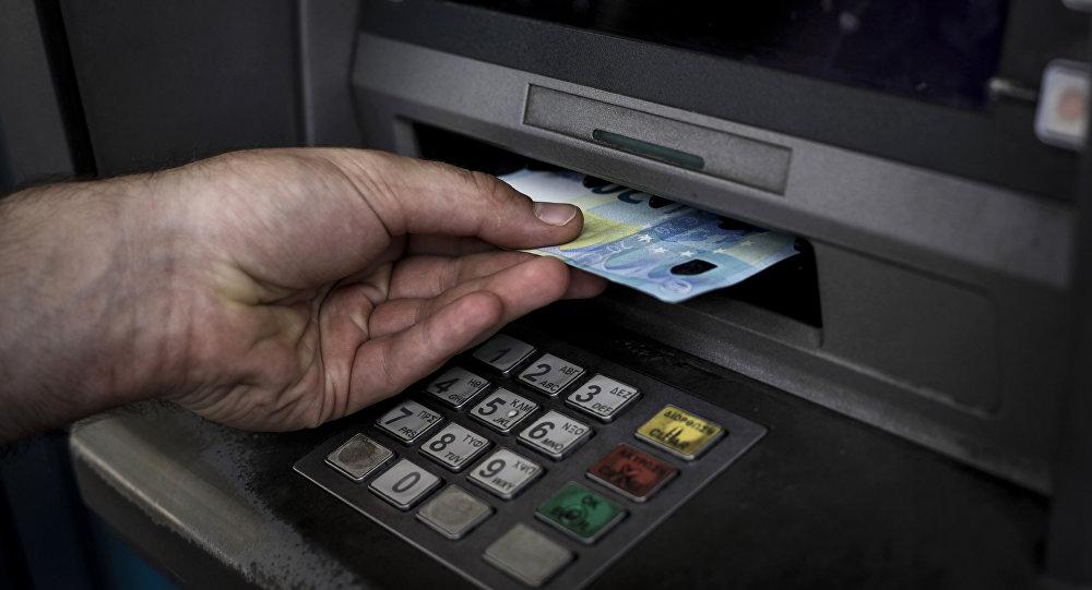Τι αλλάζει από αύριο στις αναλήψεις μετρητών από ATM?