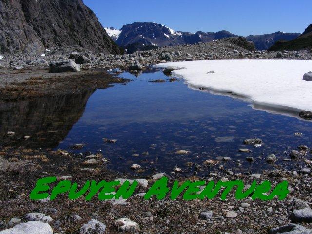 Agua de glaciar - Patagonia Andina