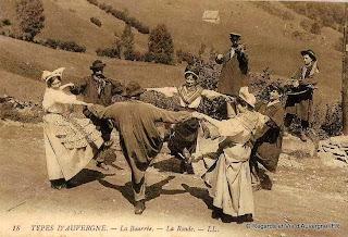 CPA Auvergnats danse de la Bourrée