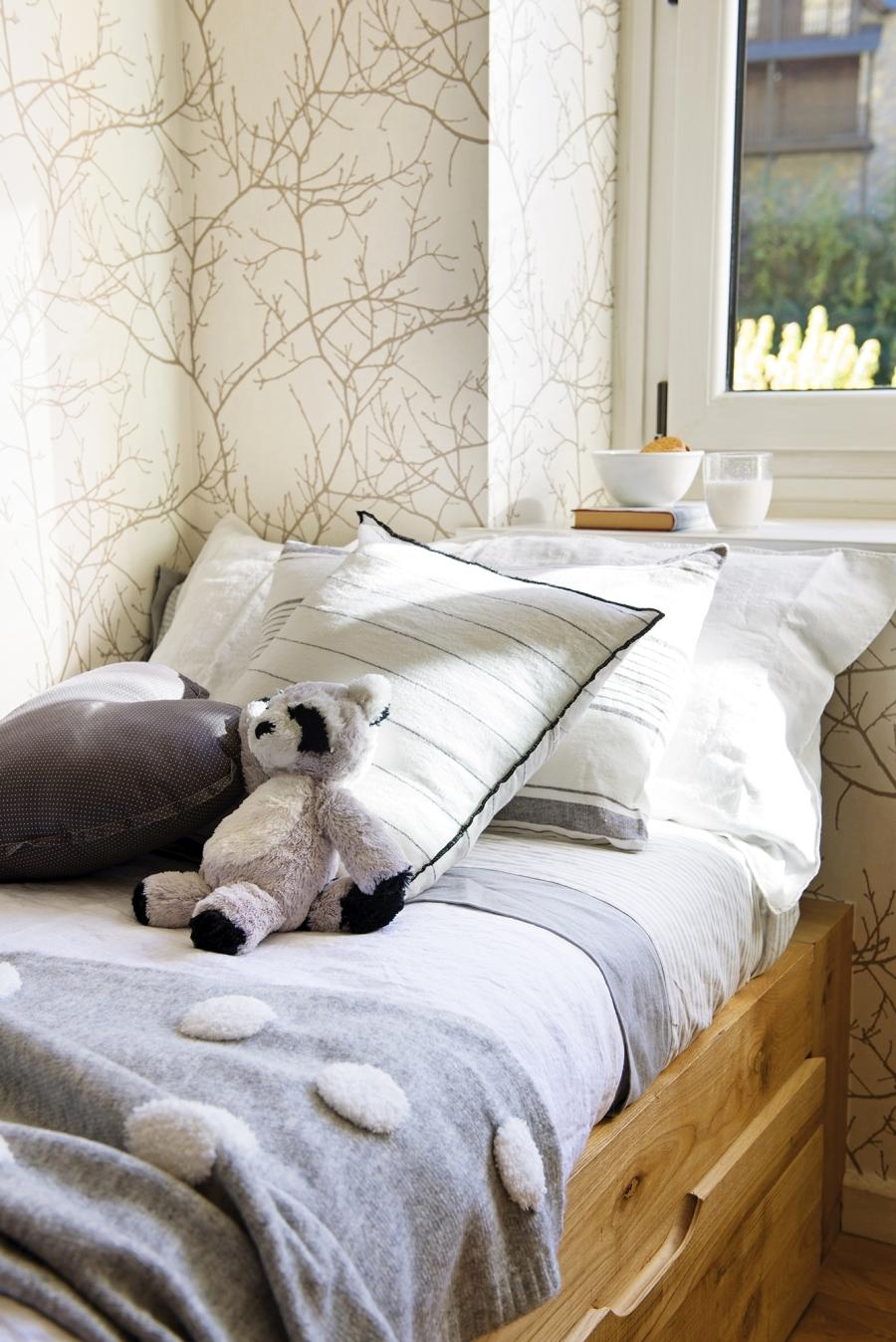 Królestwo szarości i drewna, wystrój wnętrz, wnętrza, urządzanie domu, dekoracje wnętrz, aranżacja wnętrz, inspiracje wnętrz,interior design , dom i wnętrze, aranżacja mieszkania, modne wnętrza, szare wnętrza, białe wnętrza, styl skandynawski, scandinavian style, pokój dziecięcy, tipi, łóżko piętrowe, łóżko na antresoli, antresola