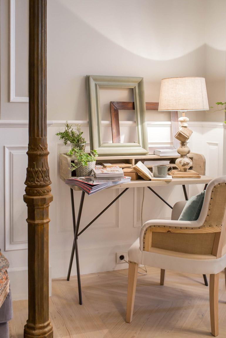 escritorio-pequeño-butaca-tapizada