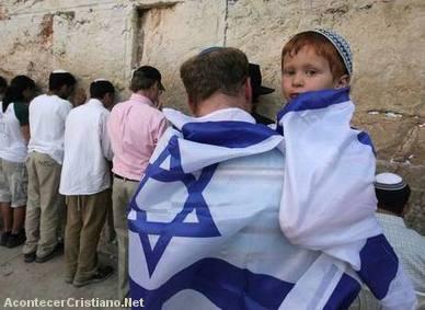 Judíos orando en el Muro de los Lamentos