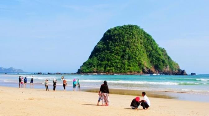 Foto Pemandangan Pantai Dan Pulau Mereh Banyuwangi