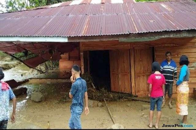 Banjir dan Longsor Terjang Dairi, 7 Orang Hilang