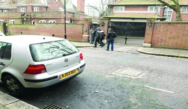 Policemen called as reporters storm Buhari's alleged location in London