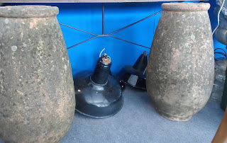 Tinas o cántaros de piedra en el desembalaje de Arriondas