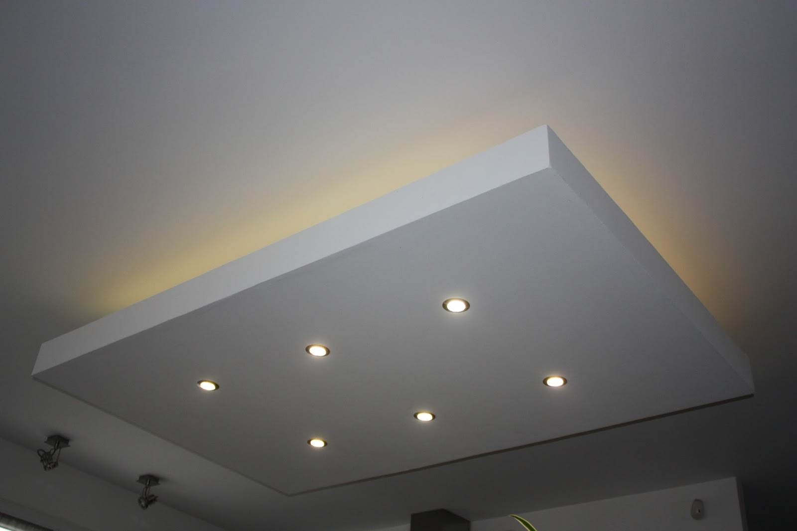 Eclairage indirect plafond led for Plafond a caisson suspendu