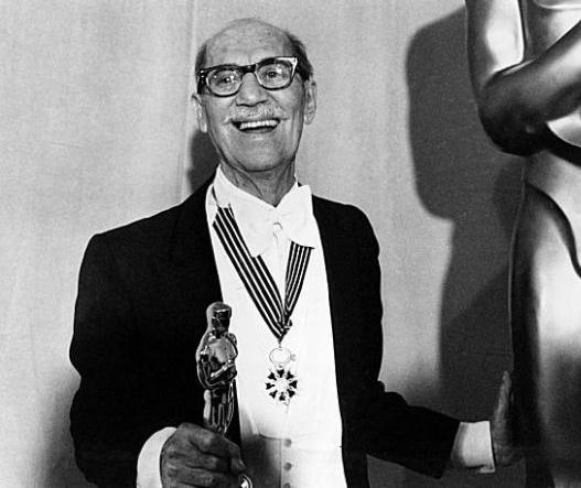 http://2.bp.blogspot.com/-LI13Rux2mfQ/UhIBezxIuEI/AAAAAAAAA34/PQN-tMD40jw/s640/Groucho+Marx+Oscar.jpg