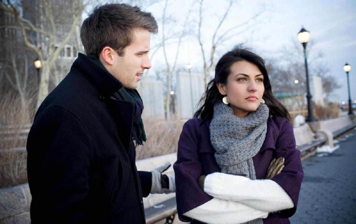 Cara Mengetahui Seseorang Sedang Menolak atau Marah Dari Bahasa Tubuh