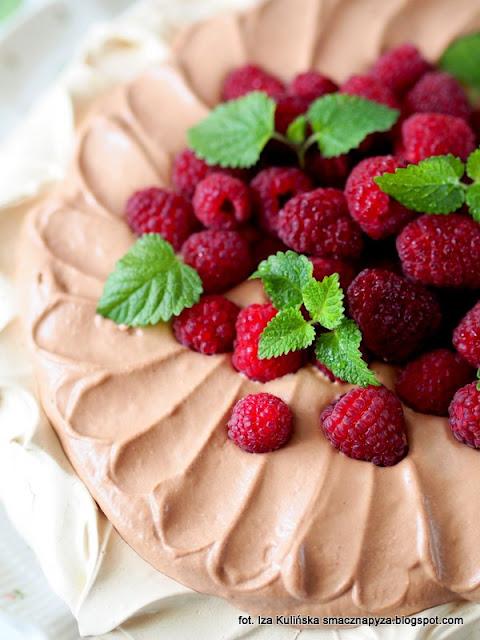 pavlova, beza pavlowej, beza z kawą, krem czekoladowym, deser, desery, torcik bezowy