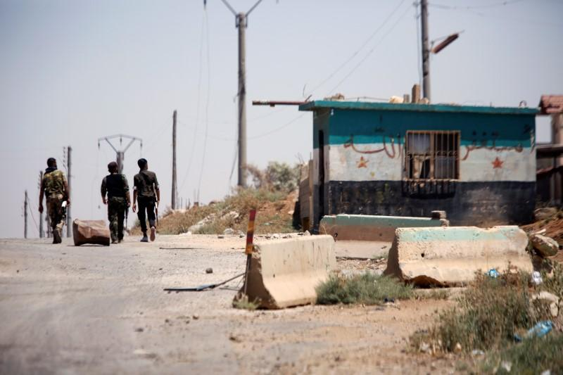 الحكومة السورية تستعد لرفع العلم فوق مدينة درعا التي كانت خاضعة للمعارضة