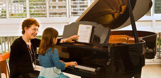 Chọn mua đàn Piano nào cho trẻ mới tập chơi