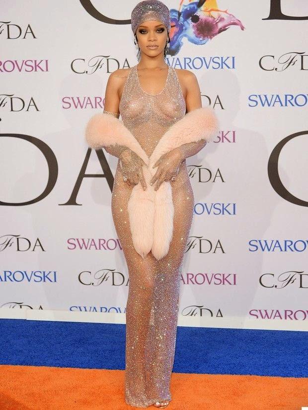 Rihanna vestido transparente