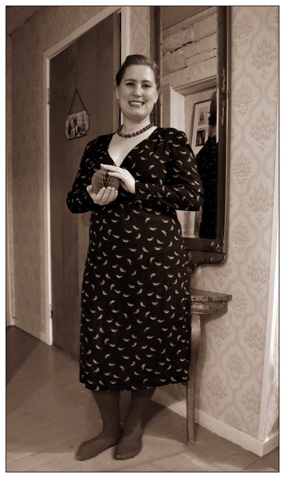 7f558ec9c368 Den här klänningen hittade jag i somras på en trevlig liten sommarloppis  som ett par hade i sitt förråd. Det var en välorganiserad loppis med fina  saker och ...