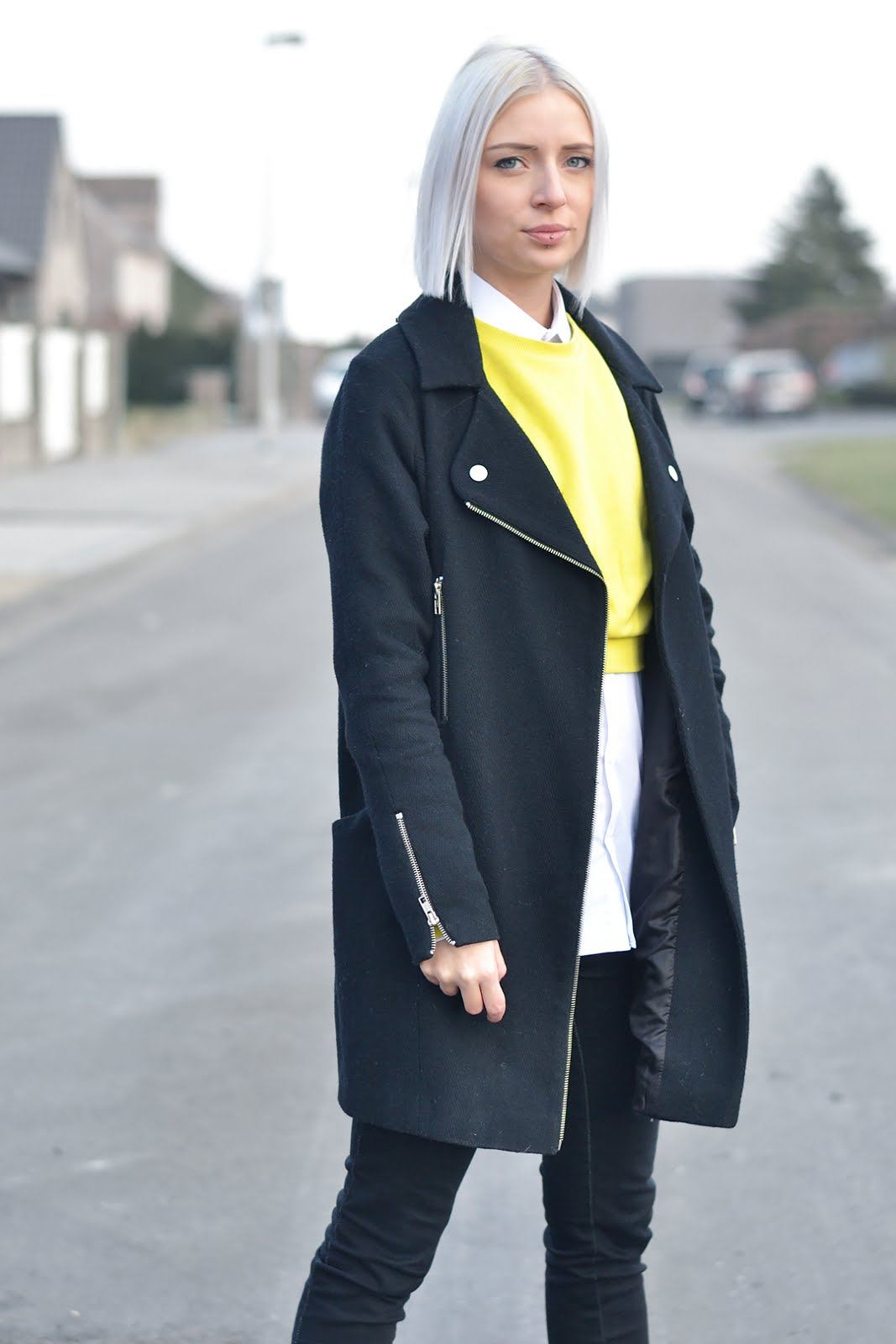 Crop sweater, yellow, asos, biker coat, street style, pistol boots, sacha shoes, trends, outfit, 2016, belgian fashion blogger, belgische mode blogger