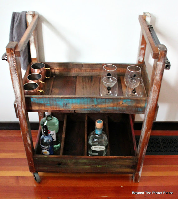 bar cart, wheels, rustic, industrial, salvaged wood, pallet wood, shelf, http://goo.gl/vDoqBv