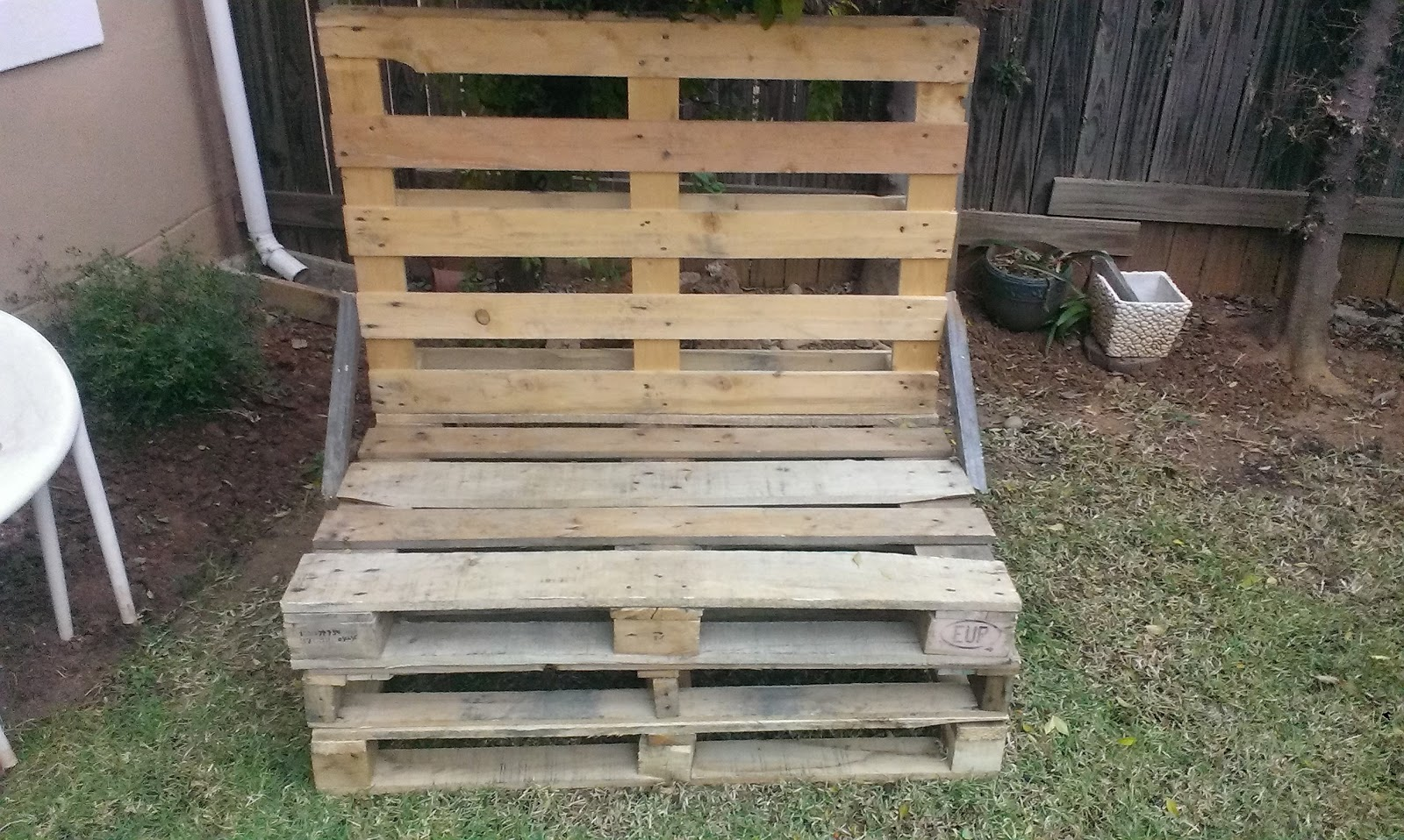DIY Garden Furniture using Wooden Pallets