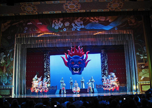 traditional dance at the Chinese Opera