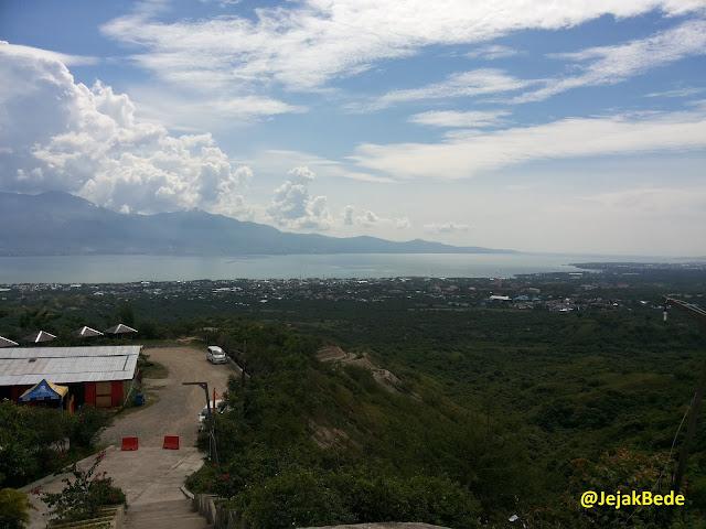 Lembah Palu terlihat dari Tugu Perdamaian Palu