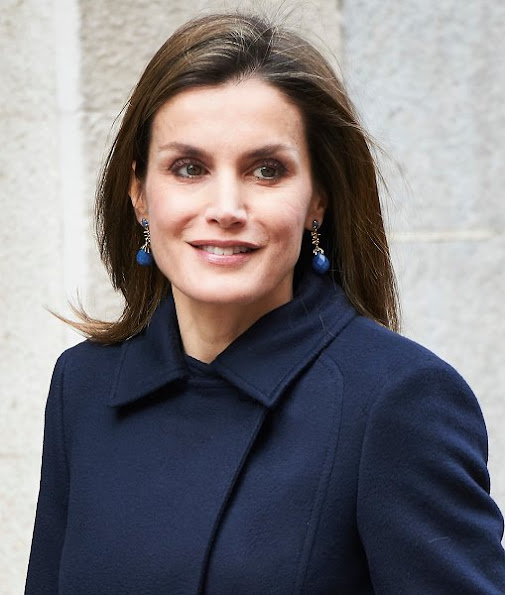 Queen Letizia wore Hugo Boss trousers, Magrit Pumps, Hugo Boss Jacket, Carolina Herrera wool coat, Tous earrings