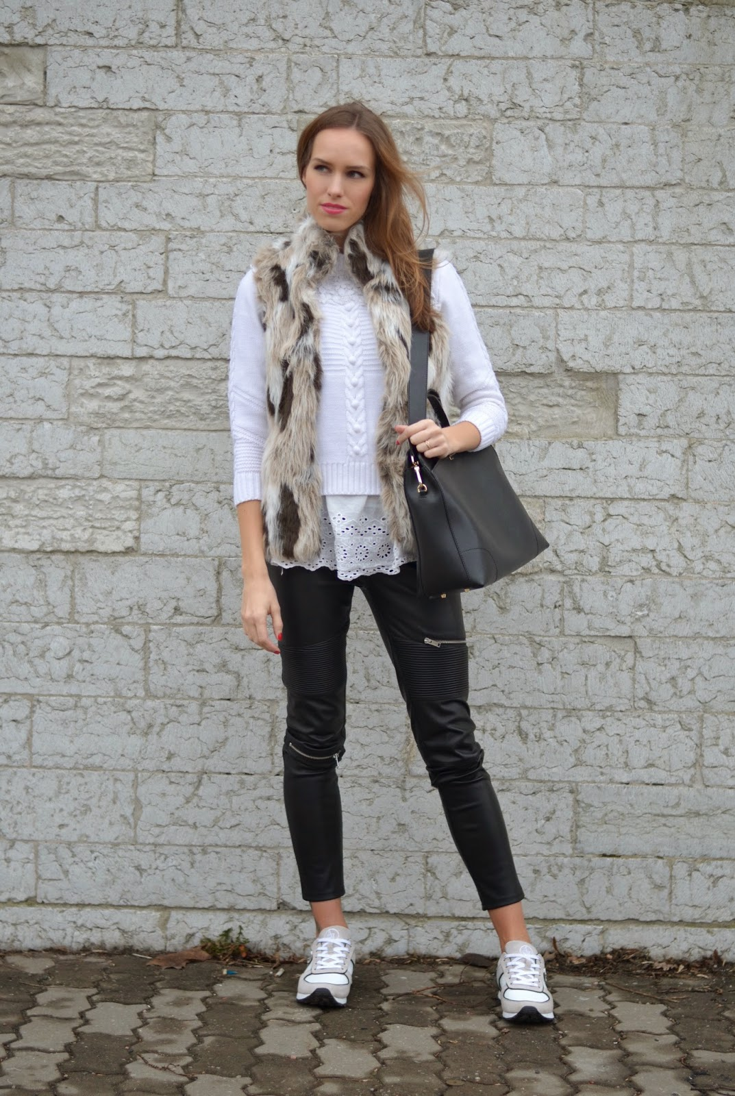casual-chic-spring-outfit-look-fashion-black-white kristjaana mere