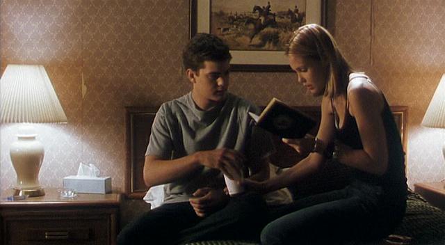 Joshua Jackson und Leslie Bibb lesen das Skulls-Regelbuch