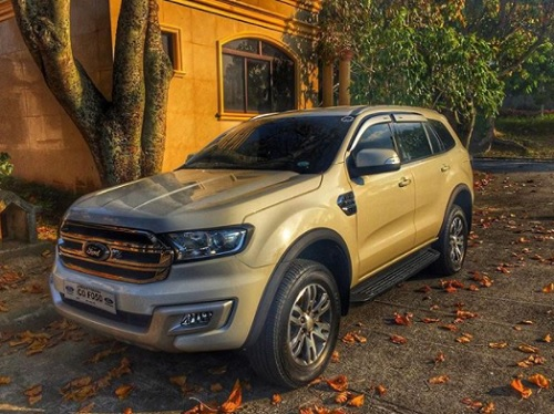 mobil ford Everest