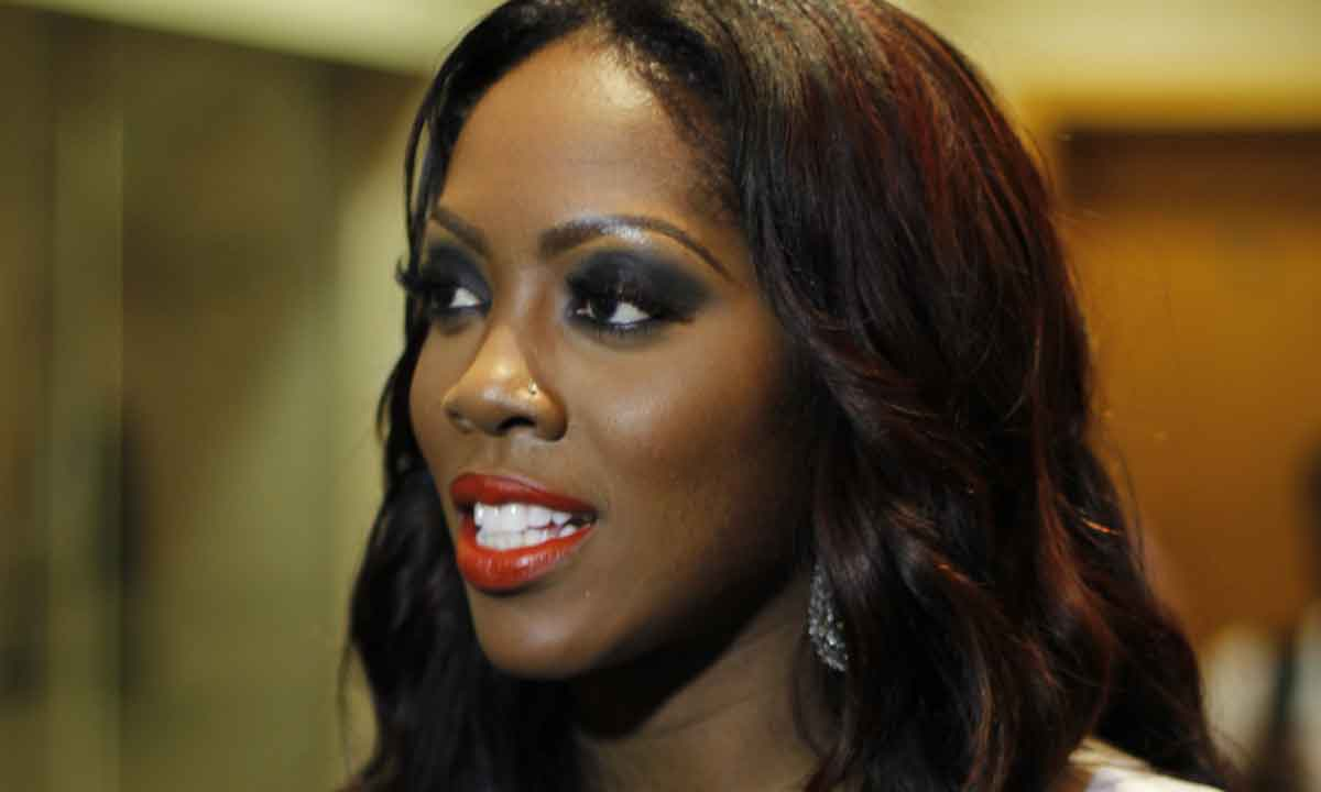 Mavin records and Roc Nationa artiste, Tiwa Savage is not just good with the mic and on stage, when it comes to looking good and well dressed; she has been able to fit in.  She might know how to create controversies when she is on stage performing but when she is outside, she understands what modesty is all about and the mother of one clearly proved that recently.  Tiwa stepped out recently in New York and she was looking so pretty in her red gown as this goes to show the beauty that caught her husband's attention into marrying her.  Having such dark lovely skin, the singer has no plans of bleaching her skin like some of her colleagues have done.