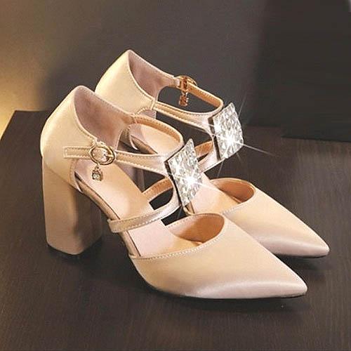 Chunky high heels meninggikan badan dengan nyaman