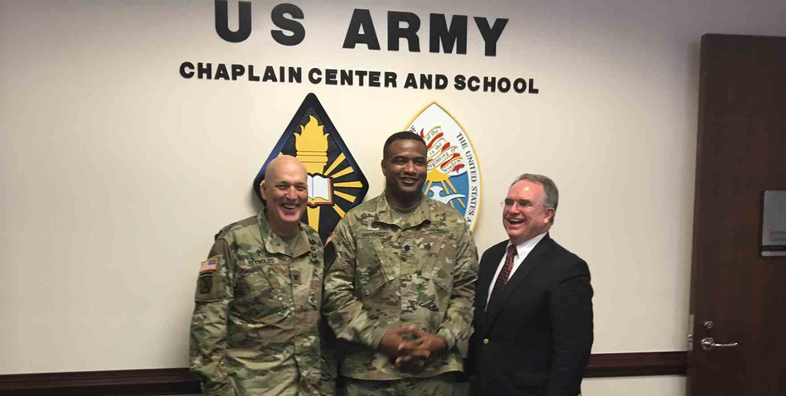 American Lt. Colonel Accepts Islam After Public Debate with Muslim Soldier