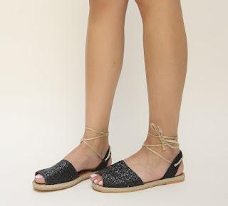 sandale de vara negre cu snur ce se leaga pe picior