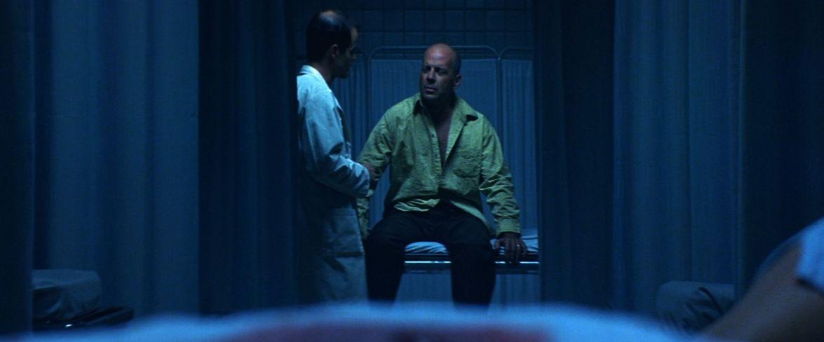 Download Unbreakable (2000) Movie Screenshots