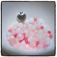 perles en jade rose et breloque coeur