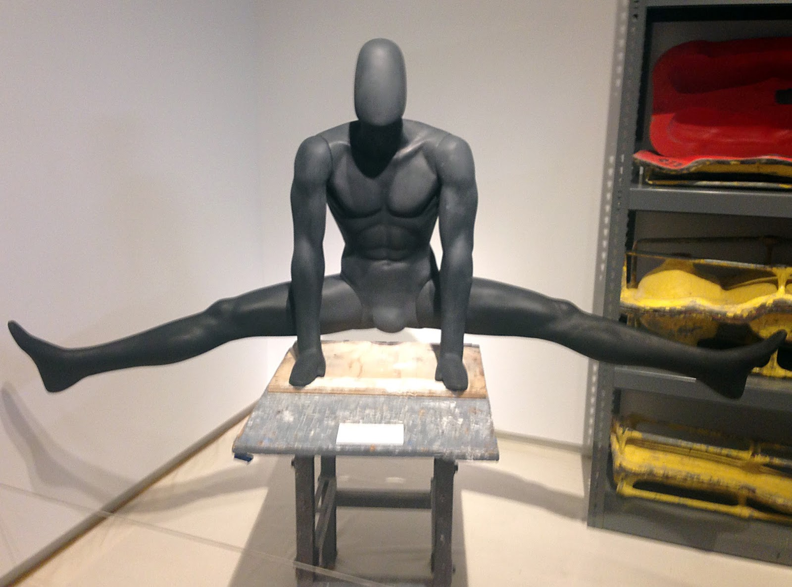 Idiosyncratic Fashionistas: The Making of a Mannequin: MAD