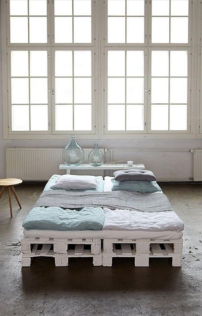 Desain tempat tidur unik dari kayu pallet bekas