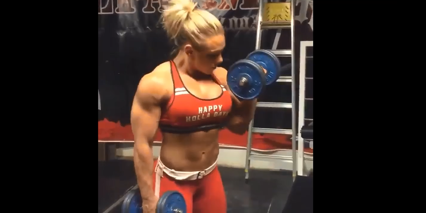 Video A strong woman with huge muscles