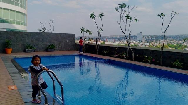 kolam renang Harris Hotel