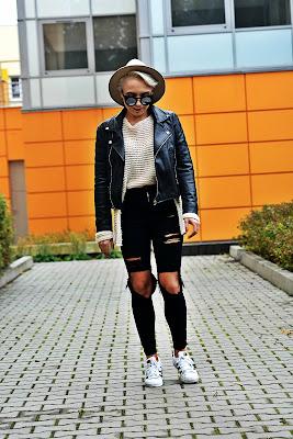 spodnie_z_wysokim_stanem_karyn_czarne_jeans