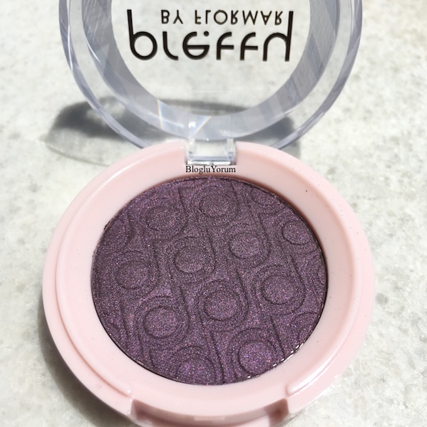 pretty by flormar single eyeshadow 010 deep plum swatches 2