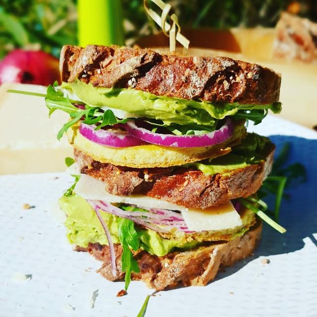 sandwiche végétarien healthy avocat/omelette