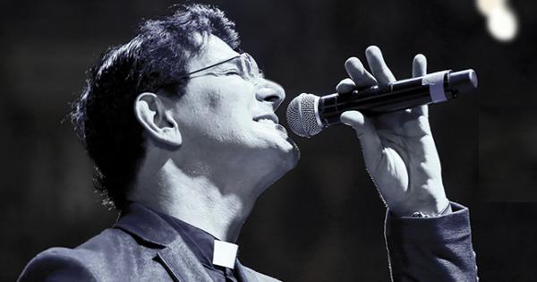 Padre Reginaldo Manzotti é acusado de engravidar garota