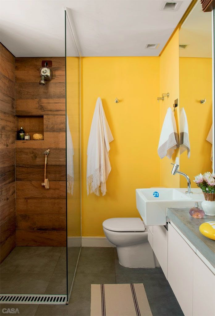 12 Banheiros e lavabos com porcelanato que imita madeira!!  Jeito de Casa   -> Banheiro Moderno Madeira