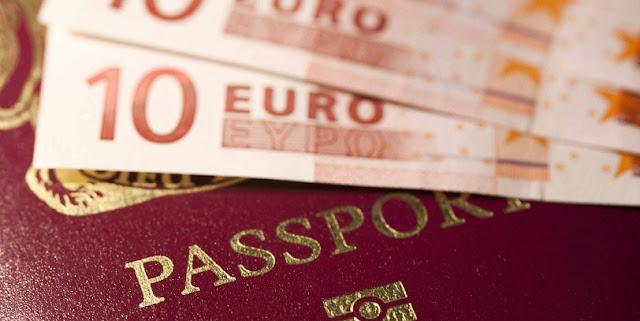 Passaporte e euros para uma viagem para Veneza